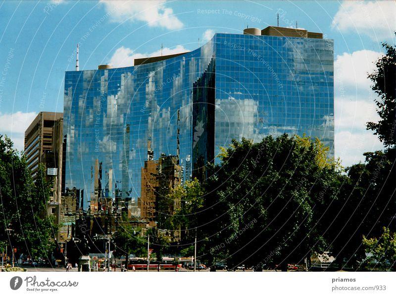 Spiegelbild Natur Wolken Gebäude Glas Fassade Spiegel