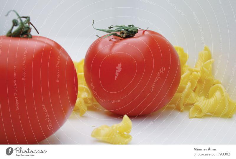 Tomate trifft Nudel #5 rot Nudeln Teigwaren Italien Innenaufnahme Gastronomie Küche kochen & garen gelb frisch Vitamin grün Gesundheit Gemüse