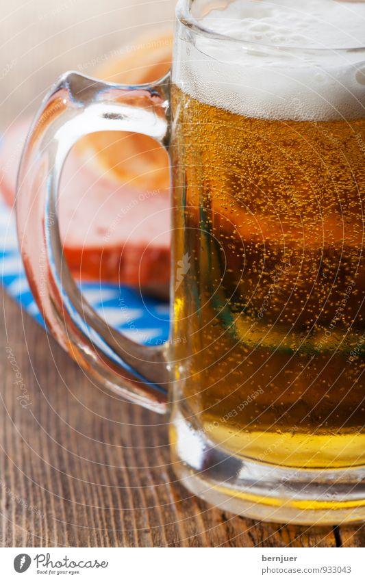 Brotzeit Lebensmittel Fleisch Ernährung Frühstück Bier Billig gut blau braun gold weiß authentisch Halbe Leberkäse Semmel Brötchen Serviette Bierkrug Holzbrett