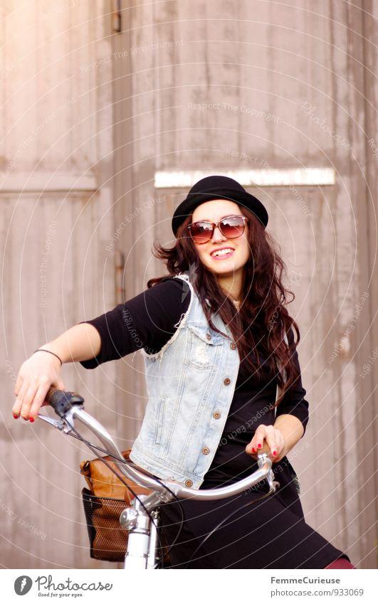 Fahrradspaß_03 Mensch Frau Jugendliche Junge Frau Freude 18-30 Jahre Erwachsene feminin Stil Lifestyle Freizeit & Hobby Zufriedenheit modern Lächeln Lebensfreude Fahrradfahren