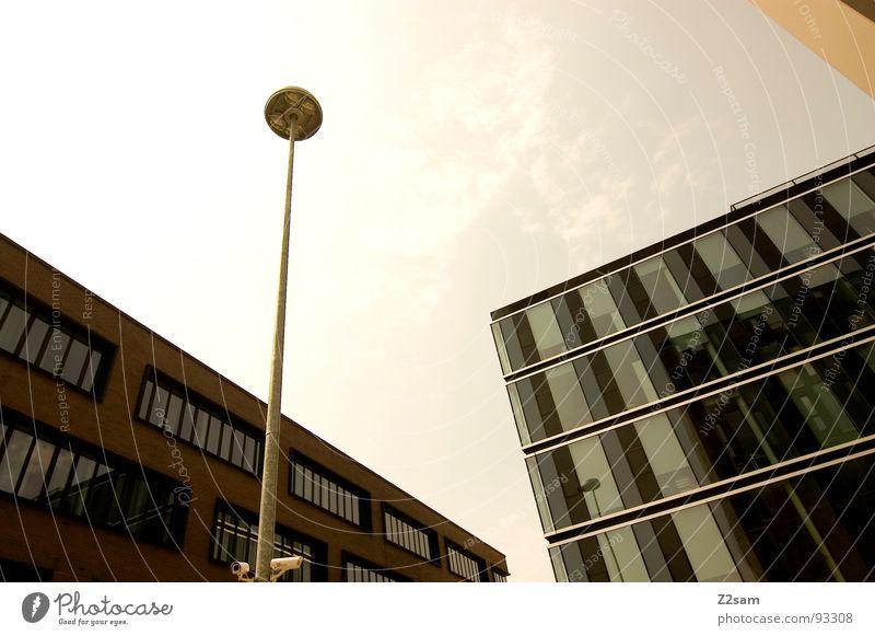 sun is shining II Hochhaus Haus Bauwerk Gebäude Laterne Geometrie eckig rund Perspektive grün gelb Physik dunkel einfach Stil Stadt groß Macht Ecke modern