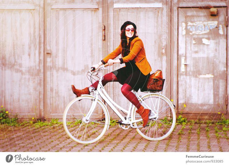 Fahrradspaß_05 Lifestyle feminin Junge Frau Jugendliche Erwachsene 1 Mensch 18-30 Jahre Zufriedenheit Bewegung Lebensfreude Gleichgewicht Unsinn Fahrradfahren