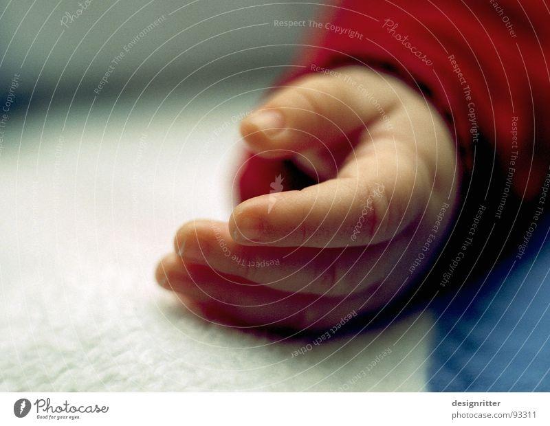 Weißt du, wieviel Sternlein ... Kind Hand Baby klein Finger schlafen zart Kleinkind zerbrechlich friedlich Born