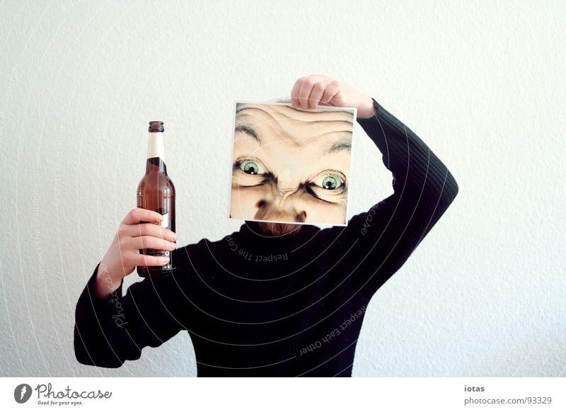 männertag Mann Gesicht gefährlich Suche planen bedrohlich Kommunizieren trinken Bier Krankheit verstecken Flasche Alkoholisiert Alkohol Schwäche gestikulieren