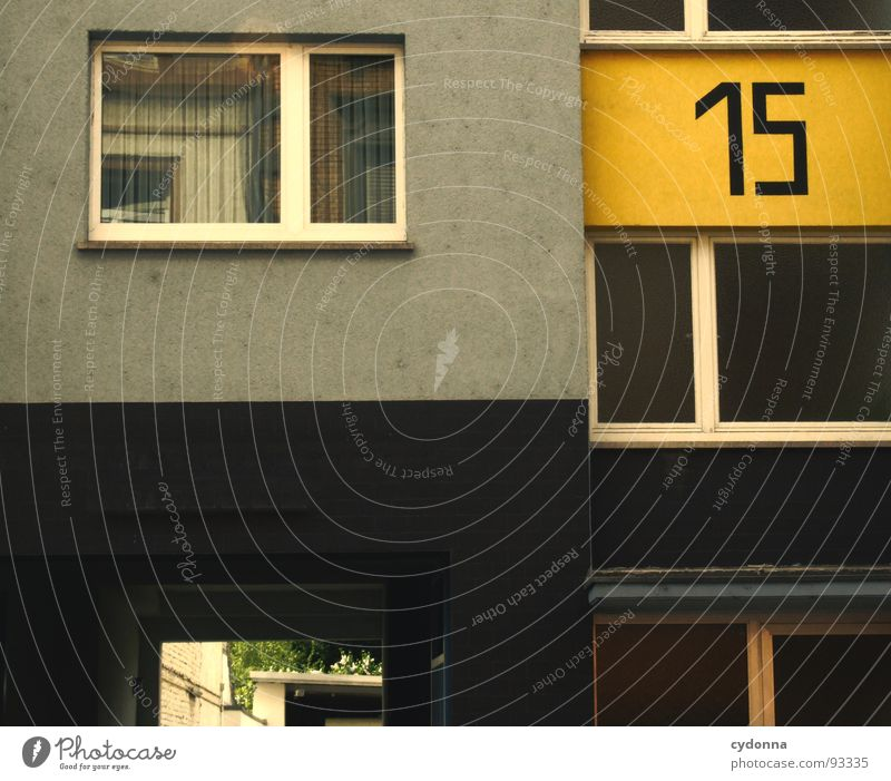 15 Stadt Haus Einsamkeit gelb Leben kalt Wand Freiheit Zusammensein Architektur Wohnung Tür trist Schriftzeichen Ziffern & Zahlen Häusliches Leben