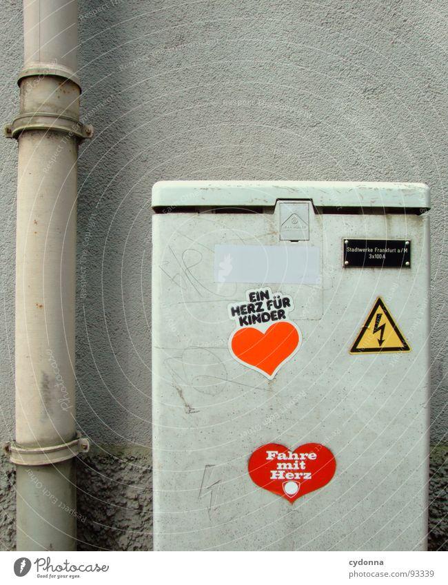 Strom mit Herz Haus Wand grau Elektrizität Schriftzeichen Technik & Technologie Buchstaben einzigartig Dienstleistungsgewerbe Frankfurt am Main Etikett