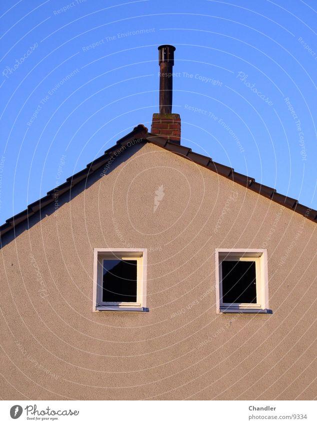 Haus blau 2 Fenster Morgen Beton Dach Handwerk Himmel Schornstein