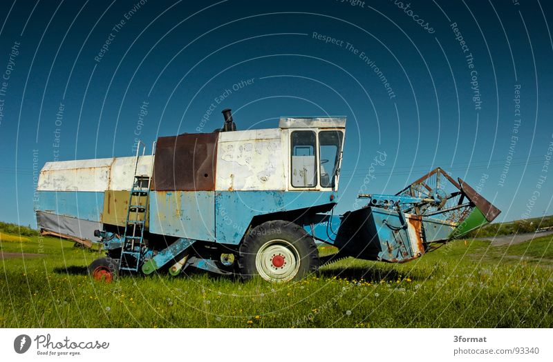 drescher03 blau Ferien & Urlaub & Reisen grün Sommer Pflanze Landschaft Wiese hell Arbeit & Erwerbstätigkeit Feld Kraft gefährlich Macht Technik & Technologie