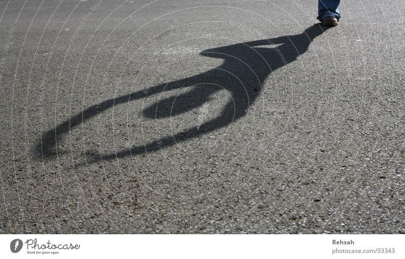 Balett im Freien Mensch Jugendliche Sonne Sommer Freude ruhig schwarz Straße Leben springen Freiheit Glück grau Kopf Schuhe Beine