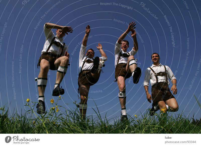 Schuhplattler Mann springen Tracht Volksmusik Lebensfreude Freude Krachlederne Tanzen Folklore