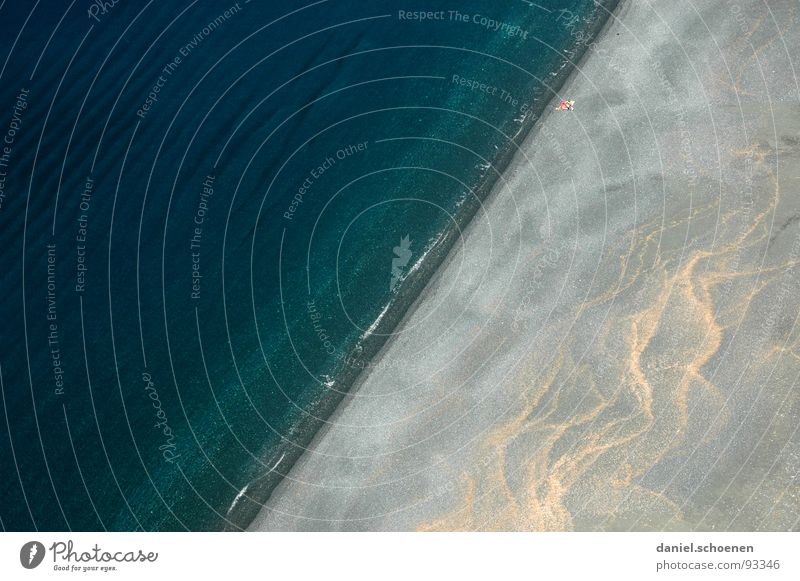 schräger Strand Vogelperspektive Einsamkeit abstrakt Hintergrundbild Ferien & Urlaub & Reisen Meer Meerwasser Muster grau dunkel leer Korsika türkis zyan Wellen