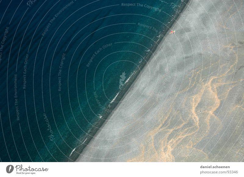 schräger Strand Wasser Meer blau Sommer Ferien & Urlaub & Reisen Einsamkeit dunkel grau Sand Linie hell Wellen Küste Hintergrundbild leer
