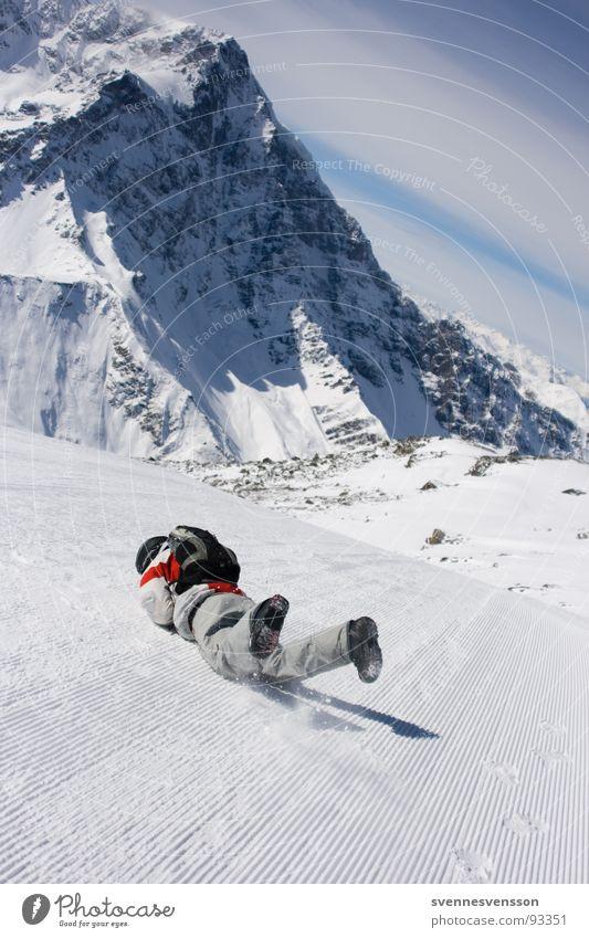 It's Not The Fall That Hurts... Mann Sonne Winter kalt Berge u. Gebirge Schnee Sport Spielen Felsen liegen fallen Alpen Risiko Skifahren Schmerz Mut
