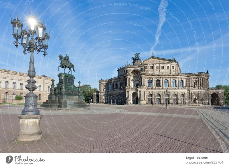 SPOTLIGHT Semperoper Oper Opernhaus Dresden Architektur Tag Sonne Sonnenstrahlen glänzend Wahrzeichen Sachsen Deutschland Hauptstadt Langzeitbelichtung