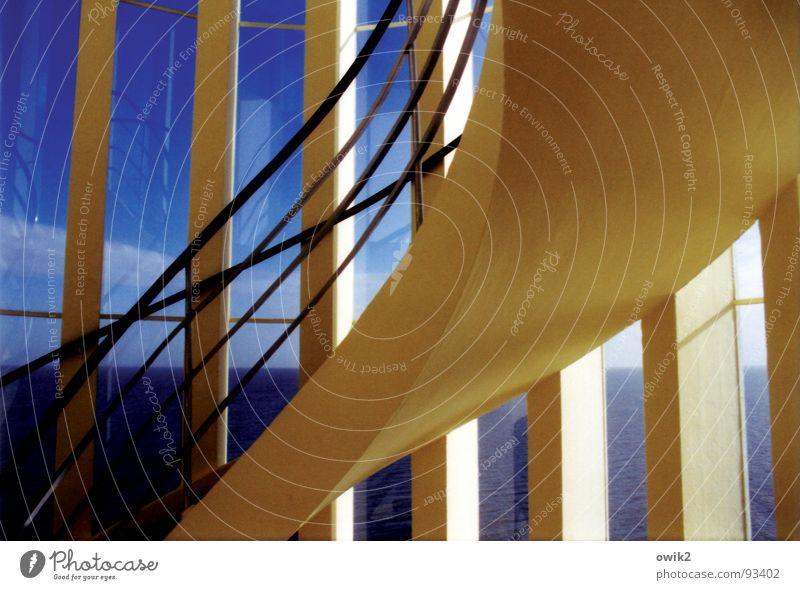 Treppenhaus am Meer Farbfoto mehrfarbig Innenaufnahme Detailaufnahme abstrakt Menschenleer Textfreiraum rechts Morgen Licht Sonnenlicht Schwache Tiefenschärfe