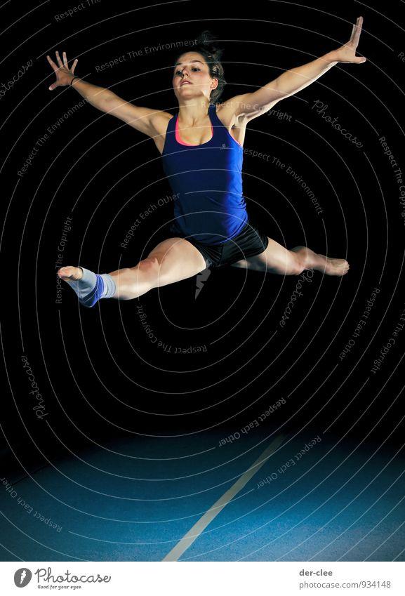 gespreizt Mensch Frau Kind Jugendliche blau Junge Frau schwarz Erwachsene Bewegung feminin Sport springen elegant Körper hoch ästhetisch