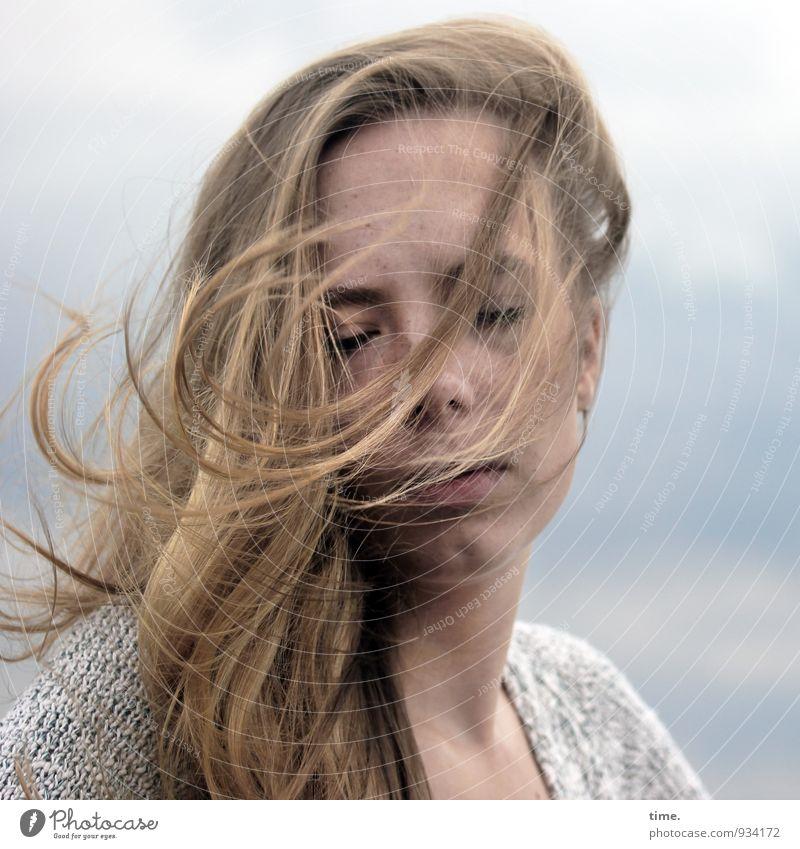 . feminin Junge Frau Jugendliche 1 Mensch Jacke blond langhaarig genießen träumen außergewöhnlich schön Gefühle Zufriedenheit Lebensfreude Leidenschaft
