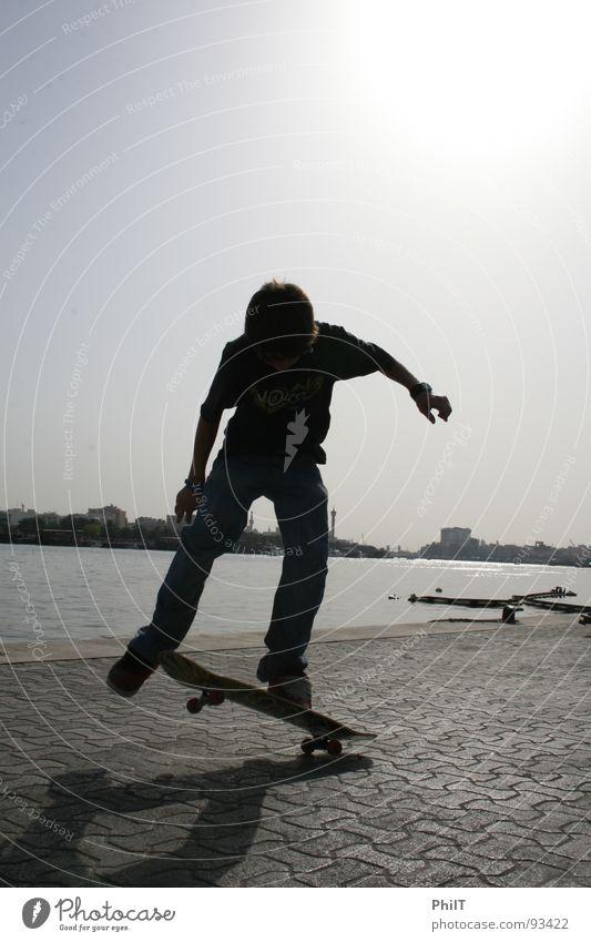 Skate into the sun Skateboarding Dubai Sonnenuntergang Victoria & Albert Waterfront Funsport Wasser Creek Board Ollie