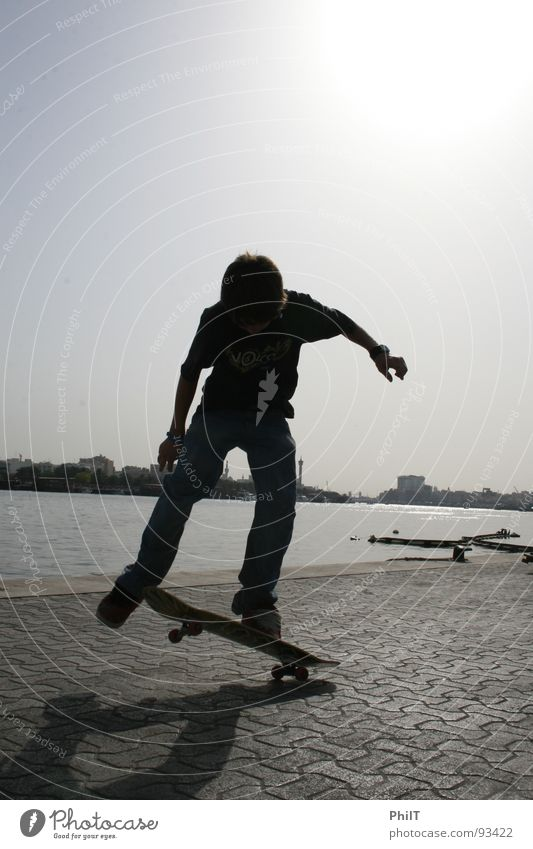 Skate into the sun Wasser Sonne Skateboarding Dubai Funsport Victoria & Albert Waterfront