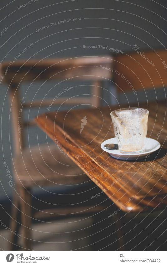 kaffee ruhig Holz Wohnung Lifestyle Raum Häusliches Leben authentisch Glas ästhetisch genießen Getränk Tisch Pause trinken Kaffee Stuhl
