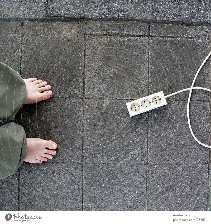 LACKSCHUH ON FIRE Kraft Beton 3 Lifestyle Energiewirtschaft Elektrizität Kabel stehen Fernsehen Bodenbelag Informationstechnologie Wissenschaften Konzentration Balkon Zehen Barfuß