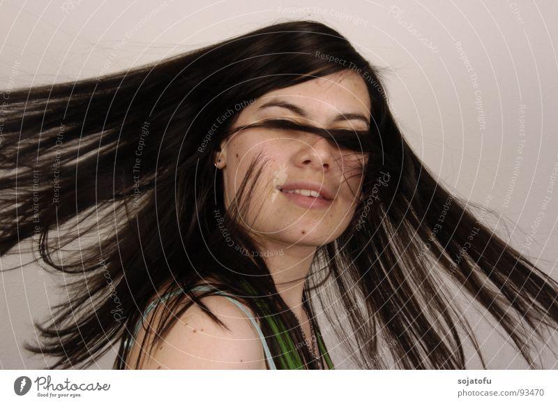 Schwung durch Drehung Frau drehen schwarzhaarig Haare & Frisuren fliegen haare schwingen haare fliegen Leberfleck