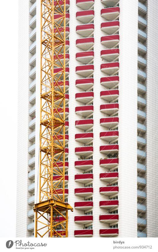 Ein Kran wächst mit seinen Aufgaben Baustelle Baukran Leipzig Hochhaus Architektur Fassade Balkon ästhetisch hoch modern Stadt Häusliches Leben Hochbau