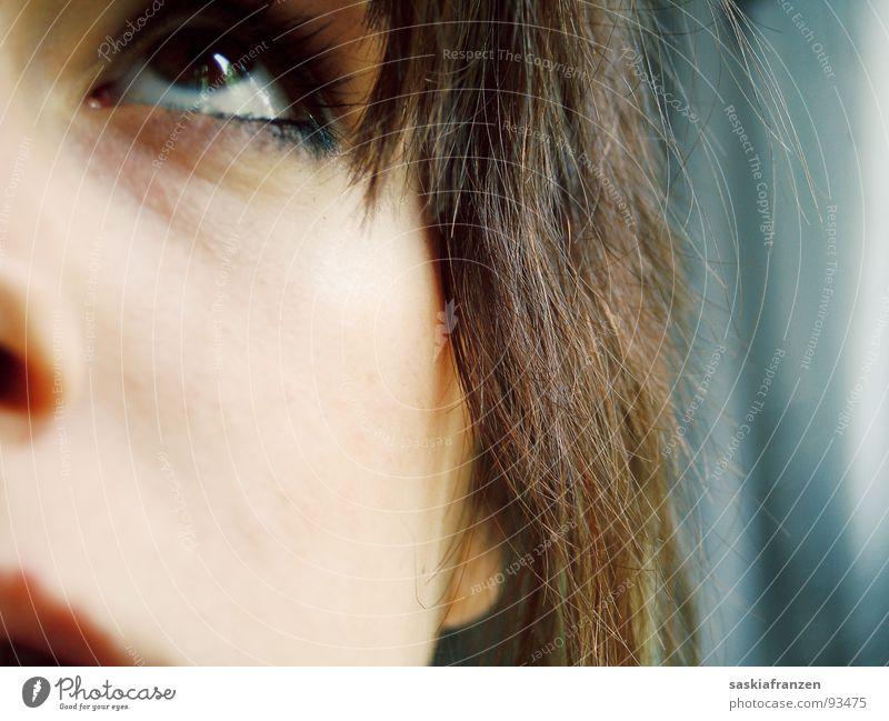 pars pro toto. Teilung Lippen braunes Auge brünett Mädchen geschminkt Schminke Zukunft Blick Wunsch Jugendliche Detailaufnahme Gesicht Haare & Frisuren Nase