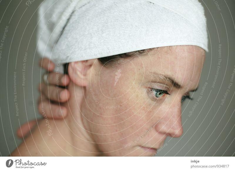 .... Mensch Frau schön weiß Erholung ruhig Erwachsene Gesicht Leben Denken Haare & Frisuren Schwimmen & Baden Stimmung Gesundheitswesen träumen Haut