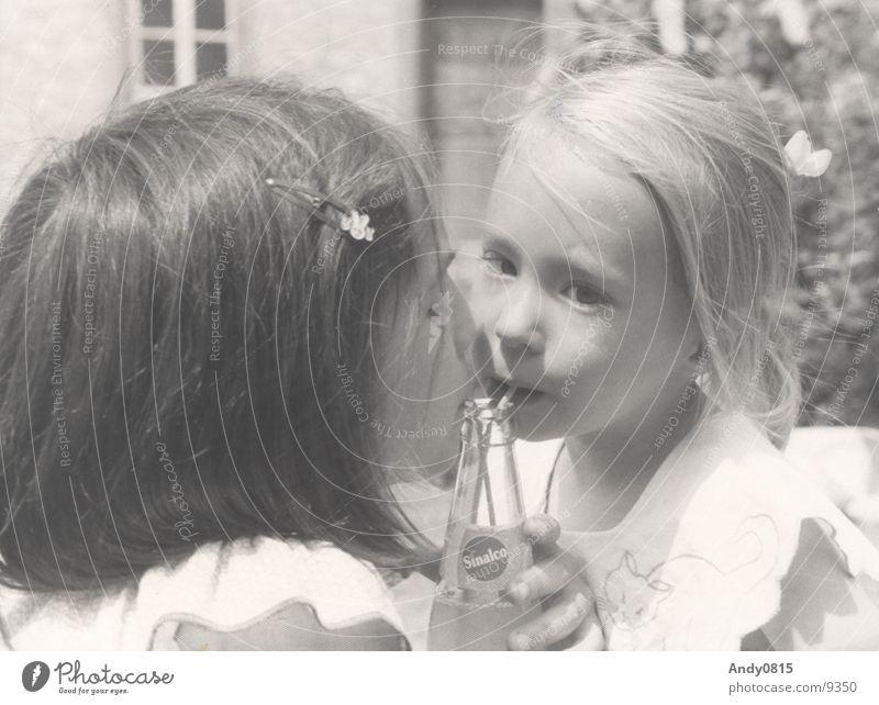 Meine Schwestern Mensch Kind Mädchen Sommer trinken Familie & Verwandtschaft Durst Geschwister