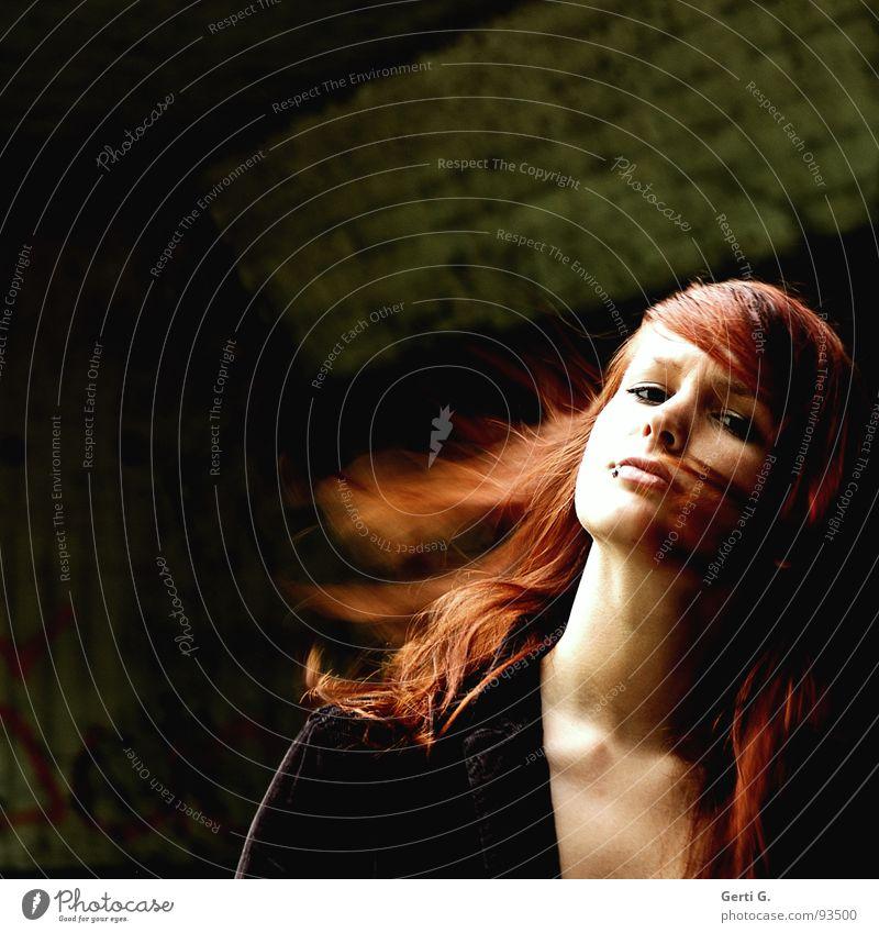 baby don't hurt me no more Mensch Frau schön dunkel Haare & Frisuren Traurigkeit Junge Frau Beautyfotografie Trauer Idee Schmerz Tunnel Gesichtsausdruck