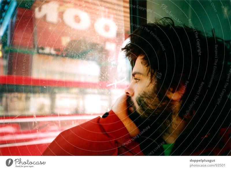 gedankenverloren Selbstportrait Mann rot Sehnsucht Ferien & Urlaub & Reisen Stadt London Porträt sentimental Bus ich Haare & Frisuren Lomografie autobiographie