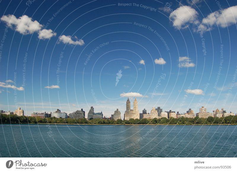the eldorado Wolken Park nass New York City Wellen Gebäude Fassade Stadt Erholung Himmel Wasser Skyline blau Central Park West Receiving Reservoir USA Freiheit