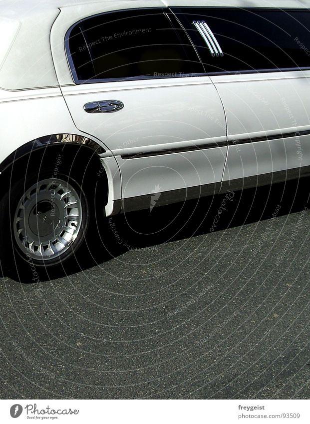 VIP Limousine Starruhm wichtig Stern (Symbol) schwarz weiß Reichtum Stretch important PKW car black white Detailaufnahme