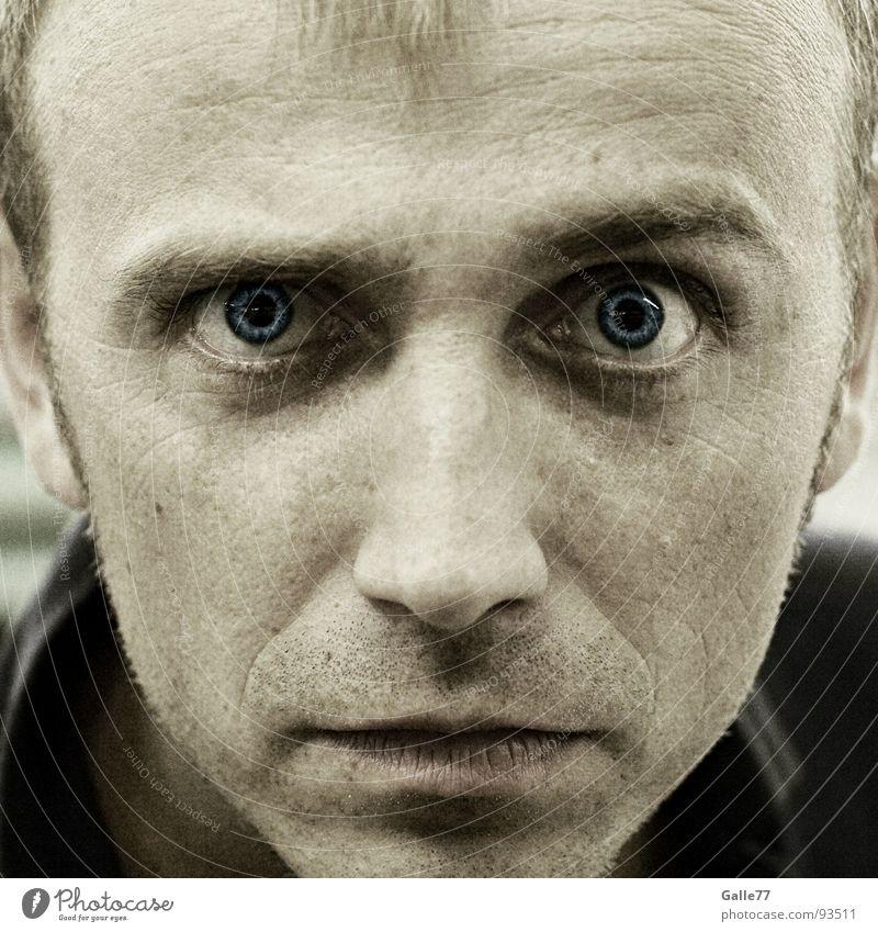 Hypnose Mann blau Gesicht Auge Angst Konzentration direkt Panik unheimlich Aussehen Eyecatcher hypnotisch