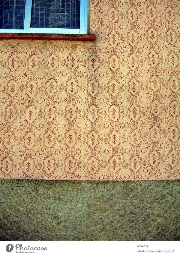 außentapete Tapete Gemälde Fassade Wand rot dreckig Fenster Detailaufnahme Vergänglichkeit Fassadengestaltung Dekoration & Verzierung Druck streichen altmodisch