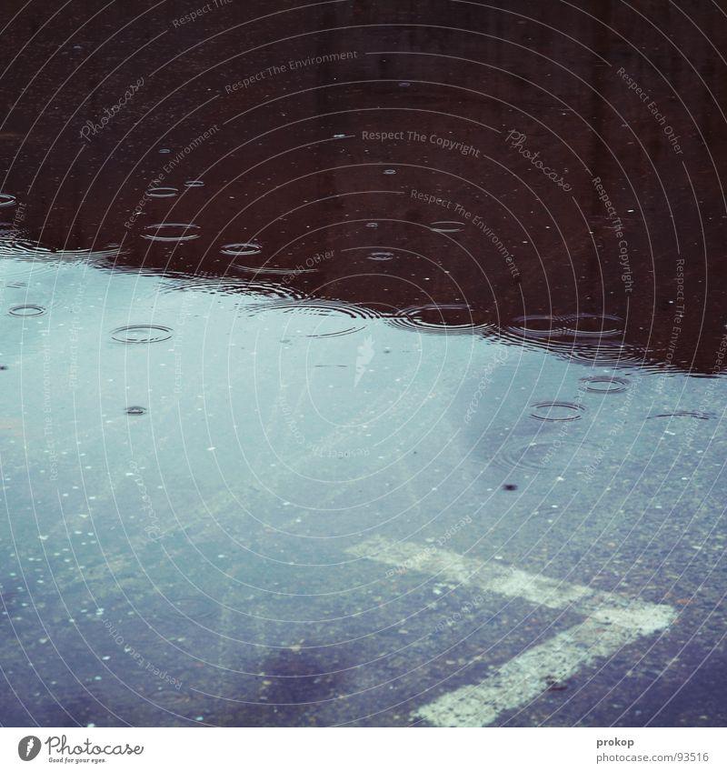 Guten Tag Morgen Trauer Spiegel Beton Reflexion & Spiegelung Geometrie schlechtes Wetter sinnlos dumm schäbig Mathematik diagonal Wasserschaden Umweltschaden