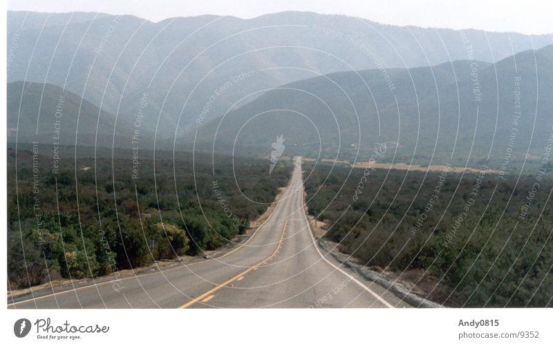 weite Weite Sierra Nevada Kalifornien Horizont Straße USA Fluchtpunktperspektive Berge u. Gebirge Tal