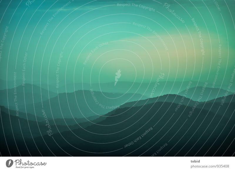 Blue Dawn Natur Landschaft Pflanze Erde Himmel Wolkenloser Himmel Horizont Herbst Schönes Wetter Baum Wald Hügel Berge u. Gebirge Menschenleer dunkel Ferne