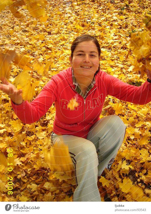 mein Herbst Freude last good weather sonnige Herbst in meinen Stadt frohes Maedchen lach Berge u. Gebirge leavs Blaetter in Gebirge Mountain in Outmn