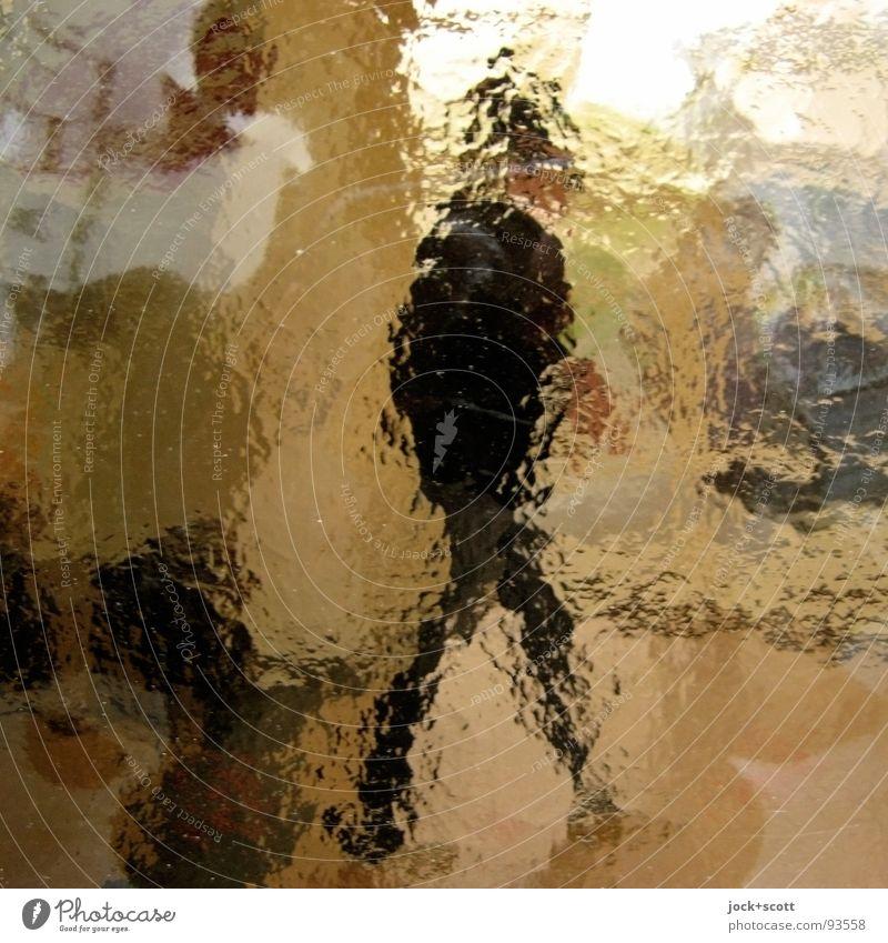 Nahordnung vs. Fernordnung Mensch Mann Erwachsene Gefühle Wege & Pfade Zeit beobachten Wandel & Veränderung Gelassenheit Grenze Momentaufnahme Personenverkehr Surrealismus Inspiration Identität beweglich