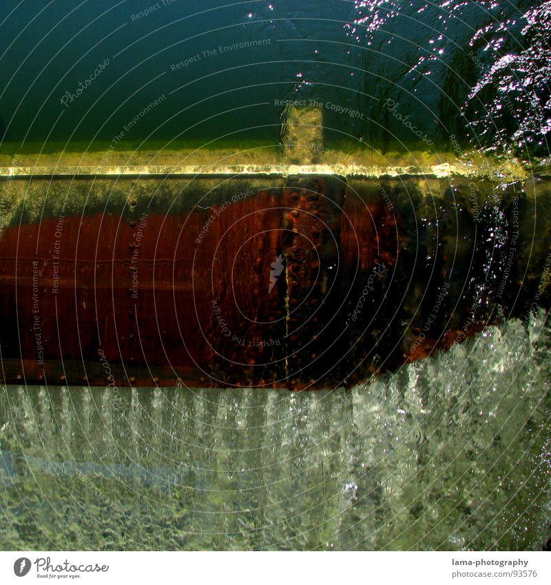Die Ruhe vor dem Sturz Wasser grün blau rot ruhig Wasserfahrzeug Kraft glänzend Geschwindigkeit Brücke Energiewirtschaft Elektrizität gefährlich Fluss