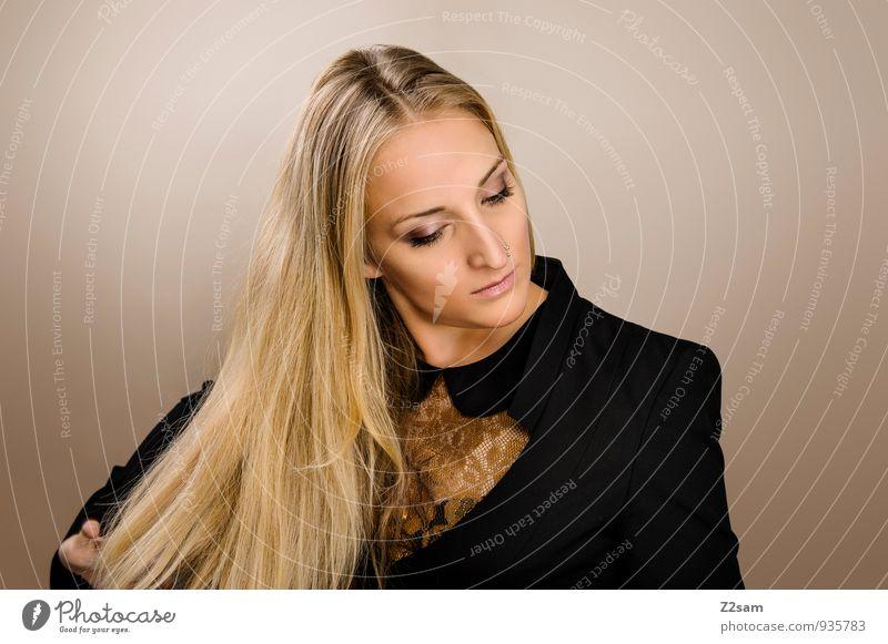 Blondschopf Lifestyle elegant Stil schön Haare & Frisuren feminin Junge Frau Jugendliche 18-30 Jahre Erwachsene Mode Anzug Jacke Bluse Piercing blond langhaarig