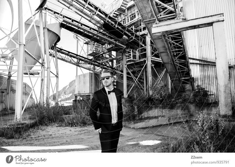 Mr. F Lifestyle Reichtum elegant Stil maskulin Junger Mann Jugendliche 30-45 Jahre Erwachsene industriell Industrieanlage Industriearchitektur Kieswerk Mode