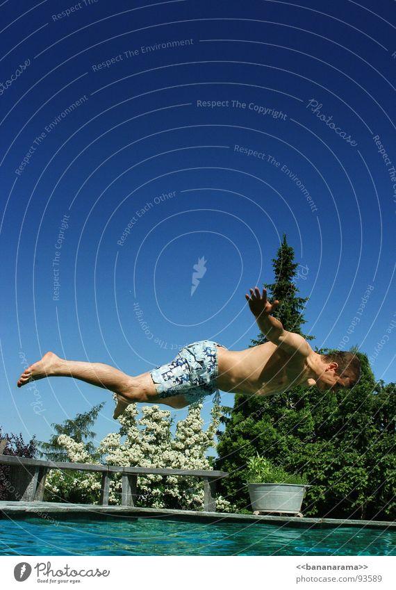 FLY Schweben springen Banane Sommer Schwimmbad Ferien & Urlaub & Reisen Freude fliegen Wasser Ränzler Bauchplatscher Bauchsprung Daisy Freudem baden Gabriel