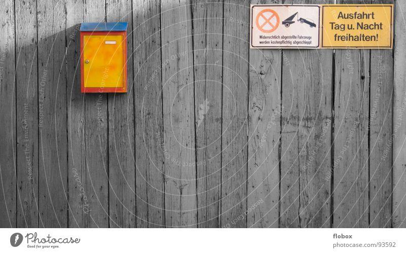 Designer Briefkasten I mehrfarbig gelb rot Wand vergessen Ilmenau Holz Holzmehl Post Durchgang Einfahrt Verbote Warnschild Eingang E-Mail schließen Sicherheit