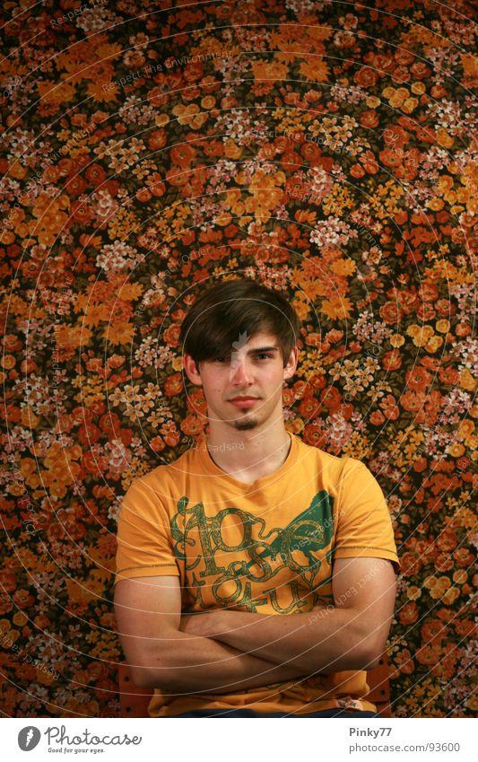 Flowers S2 Mann Jugendliche weiß schön rot Blume gelb orange braun Hintergrundbild sitzen Vergänglichkeit Wut Schönes Wetter Humor Bart
