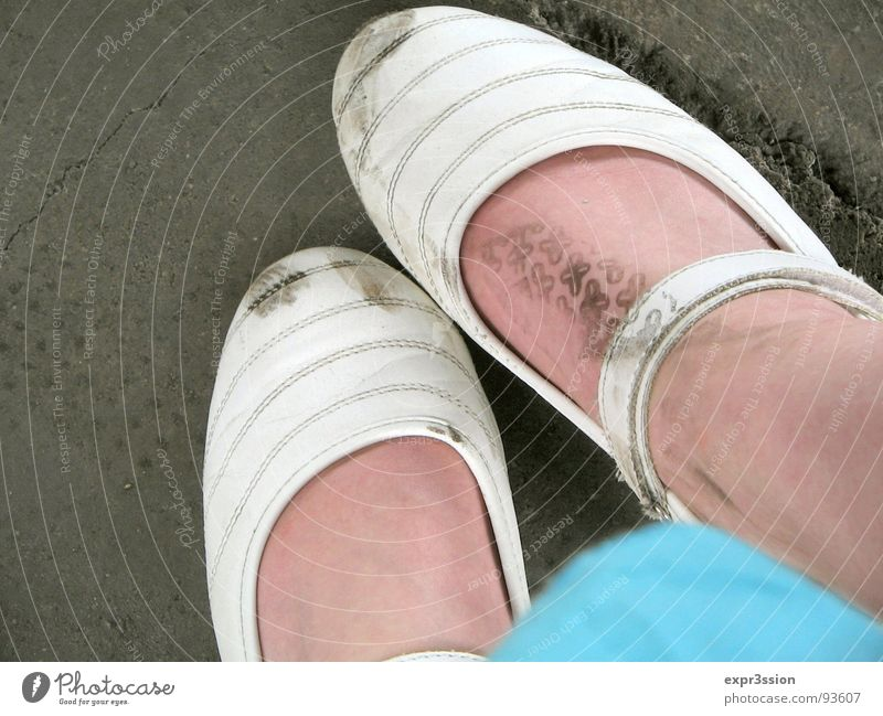 Primaballerina weiß Fuß dreckig Bekleidung Vergänglichkeit türkis Fleck unschuldig
