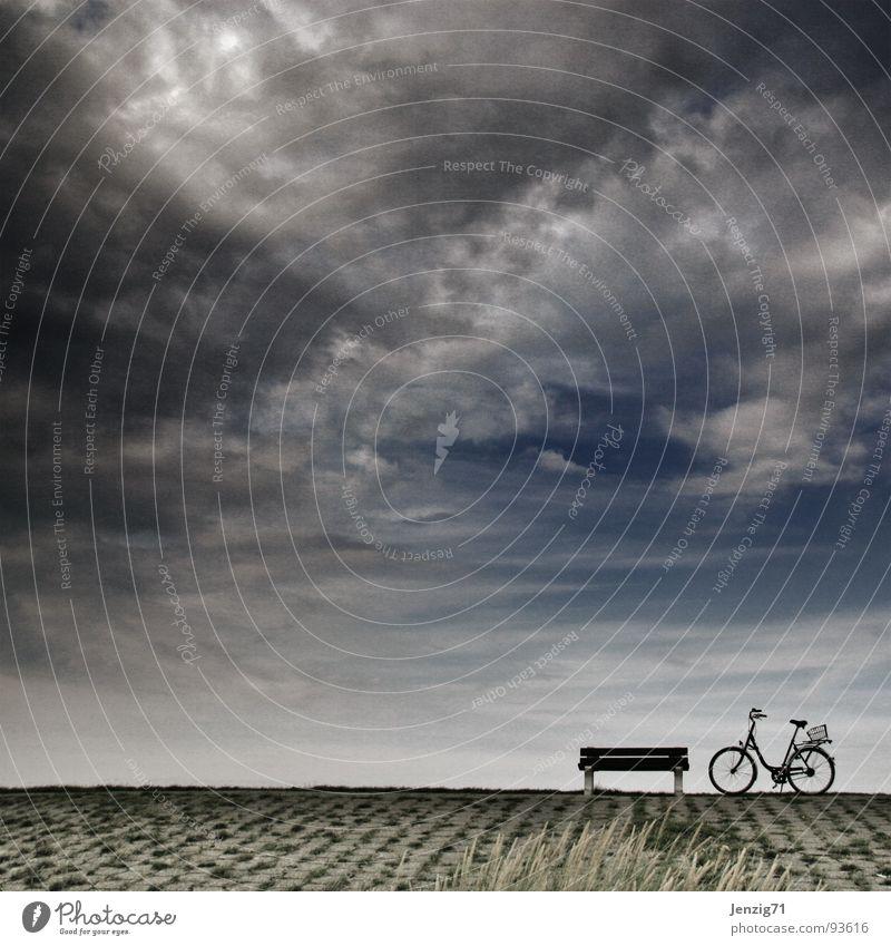 Nimm Platz. Deich Fahrrad Pause Wolken Freizeit & Hobby Bank Nordsee sitzen biken mit dem rad unterwegs Himmel Wetter