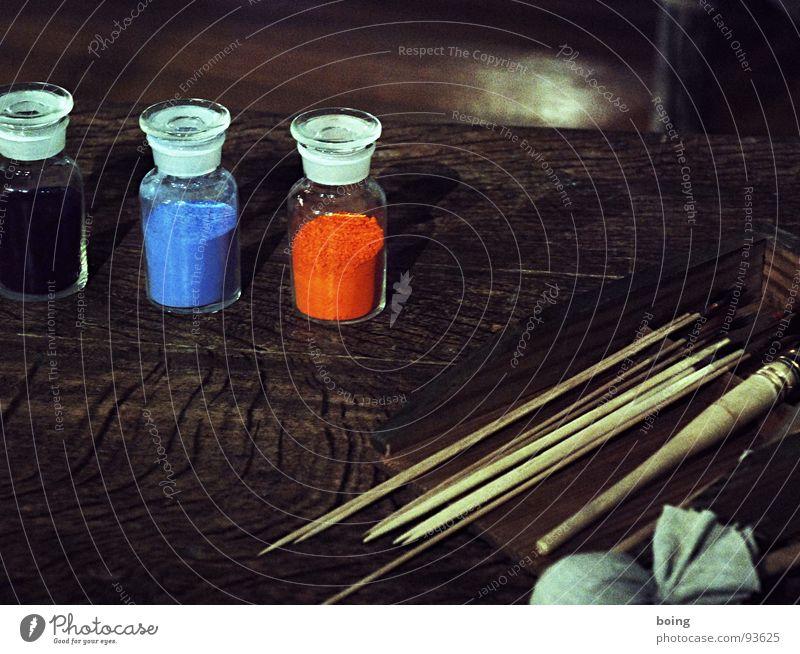 zwei Farben Farbstoff Pulver Anstreicher Maler Mediengestalter Grafiker Künstler Pinsel Gemälde streichen mischen berühren Beleuchtung dunkel rot blau schwarz